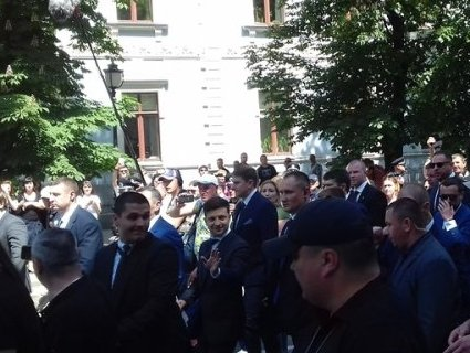 Від приміщення ВР Зеленський прийшов пішки до Адміністрації Президента (фото)