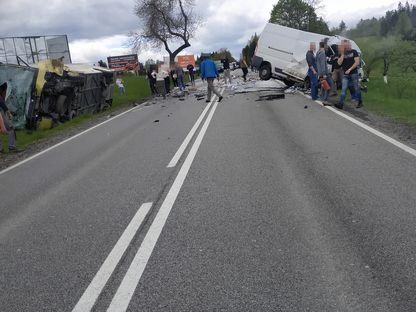 Величезна аварія в Польщі: є загиблий, десятки поранених (фото)