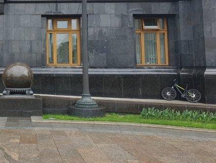 Ляшко приїхав на зустріч із Зеленським на велосипеді (відео)