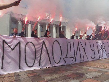 «Молодих у раду»: у Києві протестують націоналісти (фото)