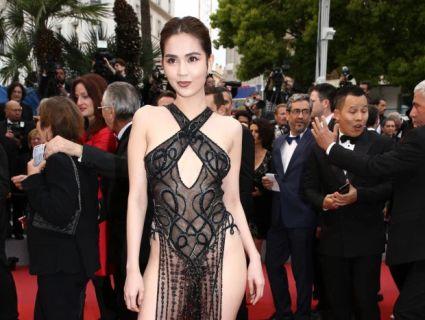 Манекенниця прийшла на кінофестиваль у Каннах у «голому» платті без спіднього (фото)