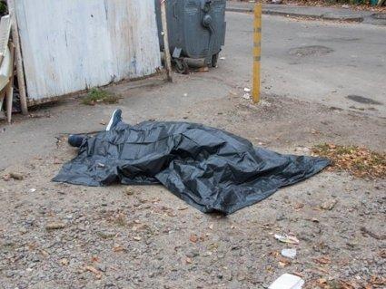 Моторошна знахідка: діти заховали труп матері в купі сміття (відео)