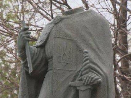 У Канаді обезголовили Володимира Великого