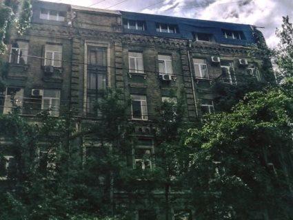 У Києві чоловік  намагався побудувати вісім квартир на горищі багатоповерхівки