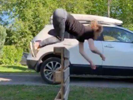 «Галопом по Інтернету»: Дівчина-кінь із Норвегії стала зіркою соцмереж (відео)
