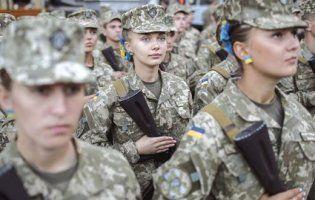 У Києві  водій маршрутки примусив дівчину-військовослужбовця забрати гроші за проїзд