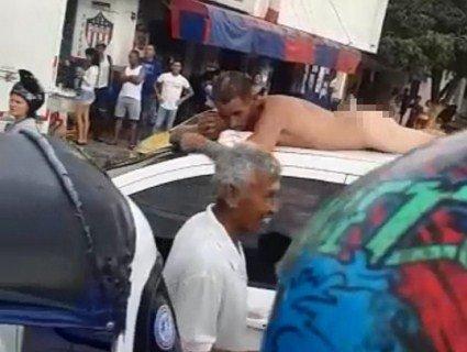 Жіноча помста: колумбійка прокатала голого зрадливця на даху машини (відео)