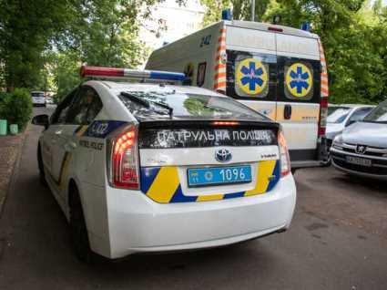 У Києві жінка випала з дев'ятого поверху, тримаючи подушку і ковдру (відео)