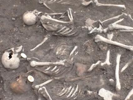 На Рівненщині знайшли 19 скелетів закатаваних політв'язнів (фото, відео)