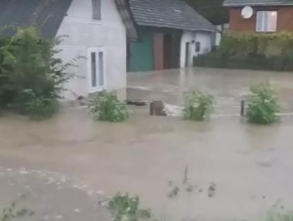 Затоплені будинки і домогосподарства – на Львівщині ліквідовують наслідки злив