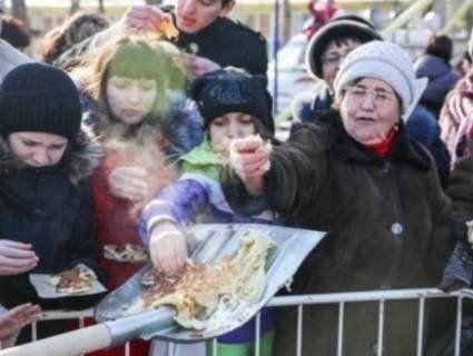 Українців повеселила реклама «десерту на лопаті» в Росії (фото)