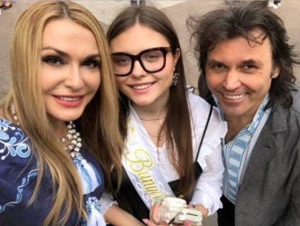 «Зіркові дітки»: українські селебрітіз показали своїх випускників (фото)