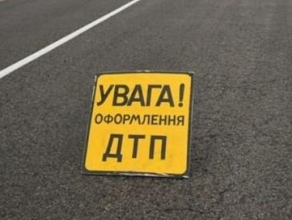Вискочив на зустрічку: у Луцьку легковик втаранився у вантажівку