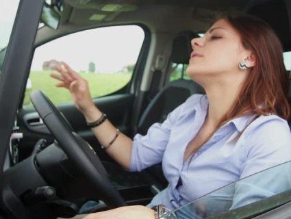 «Каралєва»: манера водіння київської автомобілістки «розколола» соцмережі (відео)
