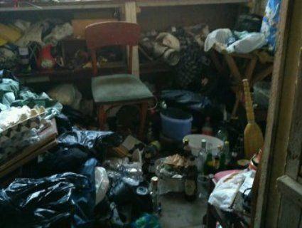 «Сморід і гори сміття»: жильці багатоповерхівки у Луцьку потерпають через «плюшкіна»