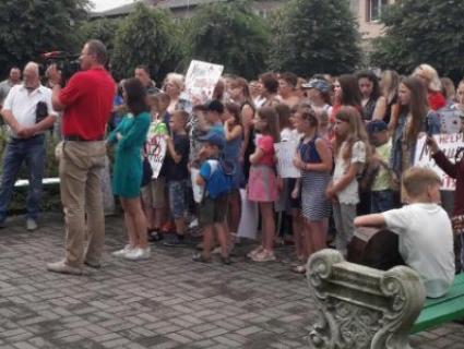 На Волині діти мітингували проти закриття музичної школи (відео)