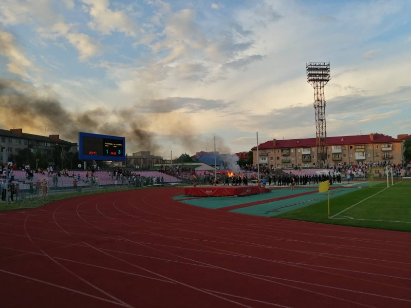 На ультрас «Карпат», які палили крісла на стадіоні Луцька, відкрили кримінал (відео)
