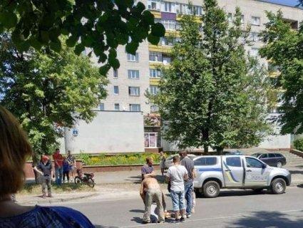 Відлетів на 20 метрів: у Луцьку на «зебрі» збили дитину (фото)