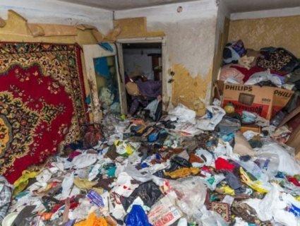 В квартирі не прибирали 16 років: бабця – інвалід живе без води і газу (відео 18+)