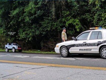 Поліція оштрафувала нетверезу жінку на іграшковому авто (фото)