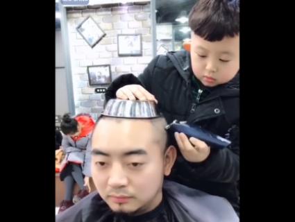 Стриже «під мисочку»: 6-річний стиліст із Китаю підкорив Мережу (відео)