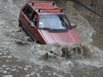 Майже 90 будинків і понад 300 домогосподарств затопило у двох областях