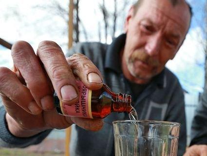 Лучани вимагають ліквідувати «прилавок» на «Північному», де «кучкуються» алкоголіки (фото)