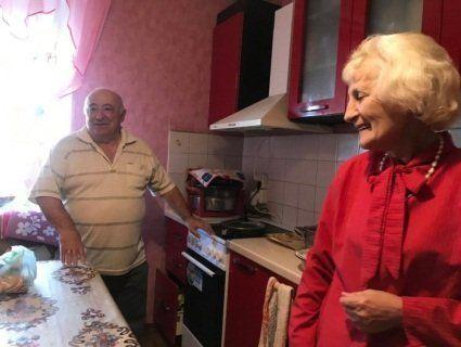 «Ми прості люди...»: журналістка з Казахстану побувала в гостях у батьків Зеленського (фото)