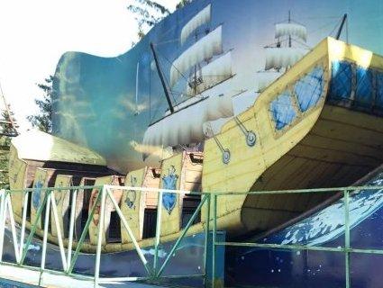 Розпродають атракціони з Центрального парку в Луцьку (фото)