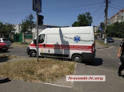 У Миколаєві швидка на переході збила школярку (відео)