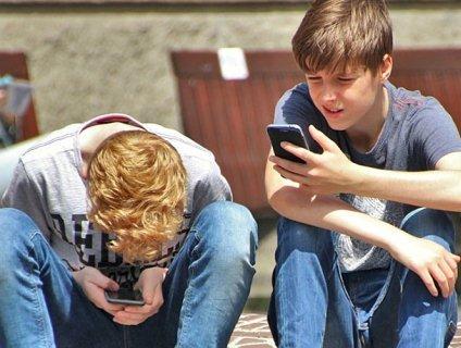 Це не жарт: через сидіння в телефоні у дітей виростають «роги» (фото)