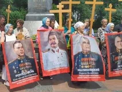 В Києві хресна хода з портретами Сталіна, Жукова, Рокоссовського (відео)