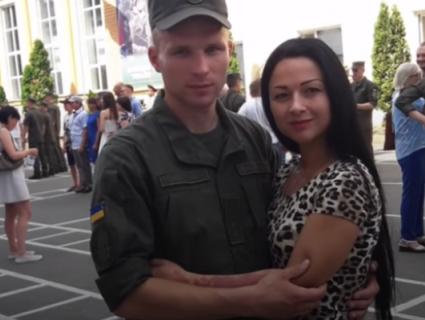 «Офицеры, россияне»: у Харкові скандал через пісню на випуску нацгвардійців (відео)
