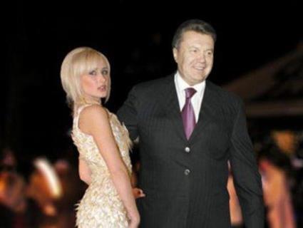 «Прес-блондинка»: в Україну повернулась одна з коханок Януковича