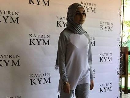 Шкільна мода: у Києві презентували колекцію мусульманської учнівської форми (фото)