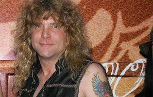 Екс-барабанщик Guns N 'Roses госпіталізований з ножовим пораненням