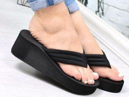 «Шльопають шльопки»: чим небезпечне це взуття