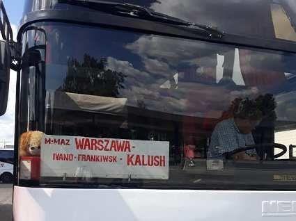 «Не знаєш польської  мови, то не сідай у мій автобус»: горе-водій «забув» пасажирку на заправці