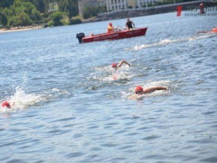 Наймасовіший в історії заплив через Дніпро відбувся в Запоріжжі (фото, відео)