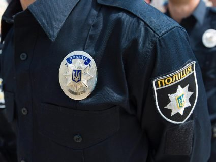 У Києві голий неадекват побив дідуся та 2-річного малюка