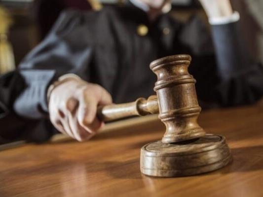 Суд виправдав чоловіка, який назвав мера «гандоном»