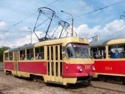 У київського трамвая відмовили гальма: люди вистрибували на ходу (відео)