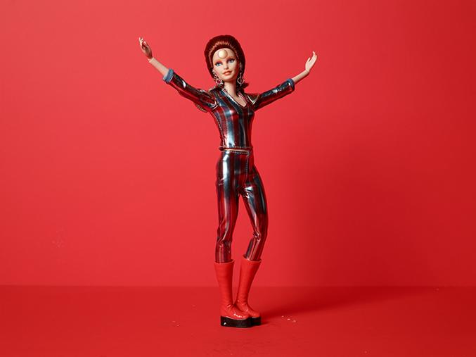 Ляльку Барбі перетворили на Девіда Боуї (фото)