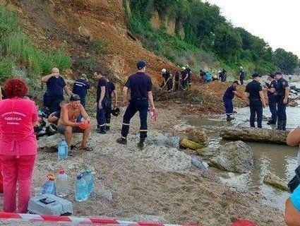 На пляжі Одеси стався зсув: і досі шукають відпочиваючих