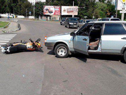 У Луцьку легковик протаранив мотоцикл: є постраждалі