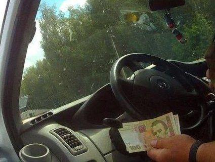 У Луцьку п'яний іноземець за кермом намагався підкупити поліцейських