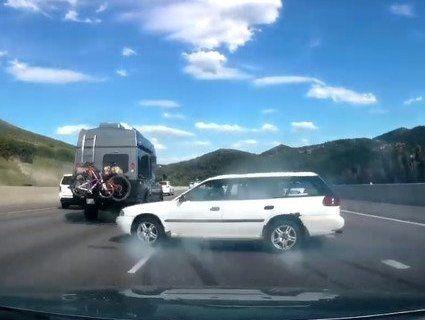 Дріфт на автобамі, або як водій каскадерськи уникнув ДТП