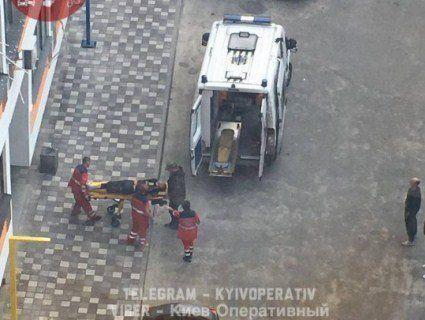 Під Києвом чоловік зірвався з п'ятого поверху, лізучи по мотузці з простирадл (фото)