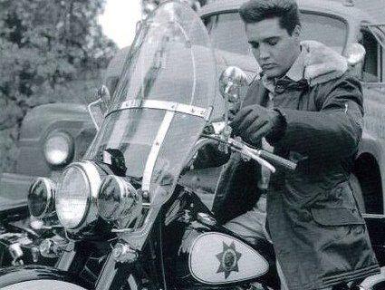 Harley-Davidson «короля рок-н-ролу» продадуть з молотка