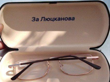 Гречка, концерти, а тепер ще й окуляри: чим підкуповують кандидати у депутати
